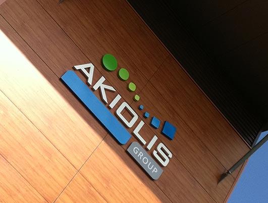 akiolis-group - enseigne - lettes reliefs